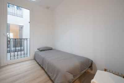 Renovated apartment in front of Santa Maria del Mar in Barcelona